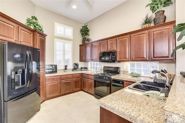 29593 Sandy Court, Cathedral City CA: http://media.crmls.org/medias/76547cb5-10e0-4295-b751-1389d586f510.jpg