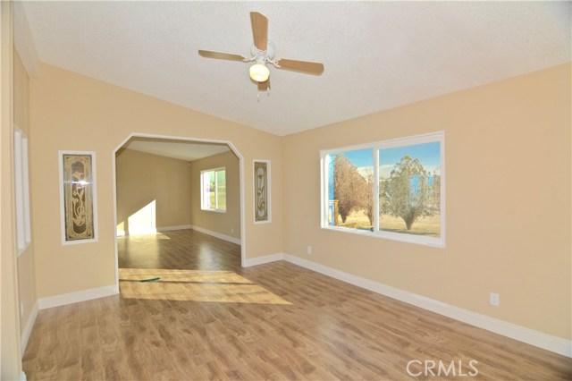 7344 Saratoga Road, Phelan CA: http://media.crmls.org/medias/7672287a-98b6-4645-92a8-53a8a4f6d12b.jpg