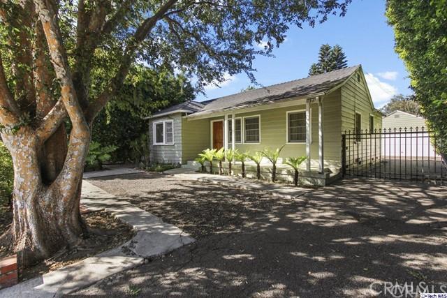11753 Riverside Drive, Valley Village CA: http://media.crmls.org/medias/76768a19-cd13-470a-adbf-99ca45ab3dec.jpg