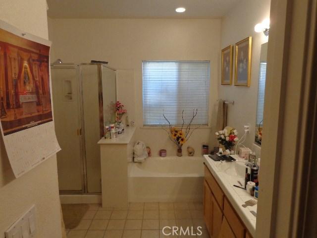 2705 Claret Circle, Livingston CA: http://media.crmls.org/medias/769aad69-ba59-4917-8997-9082cd86c99d.jpg