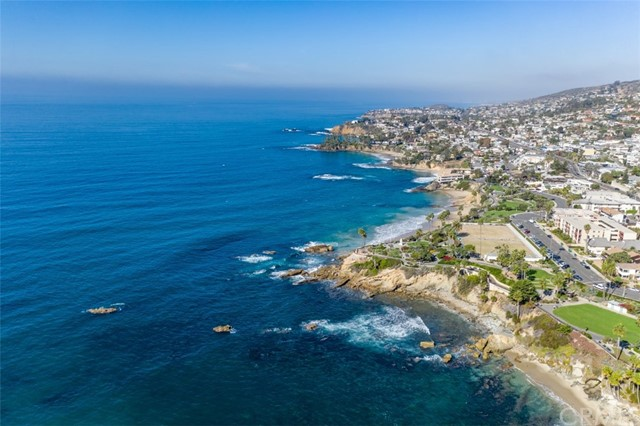 319 Cypress Drive, Laguna Beach CA: http://media.crmls.org/medias/76a5447a-2711-41c4-906f-380b1e7e59a5.jpg