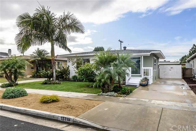 15119 Fonthill Avenue, Lawndale, California 90260, 3 Bedrooms Bedrooms, ,1 BathroomBathrooms,Single family residence,For Sale,Fonthill,SB19269085