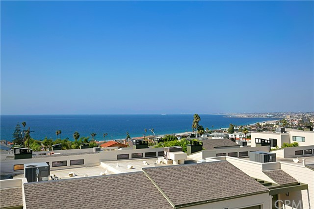 111 Calle Mayor, Redondo Beach, California 90277, 2 Bedrooms Bedrooms, ,1 BathroomBathrooms,Townhouse,For Sale,Calle Mayor,PV19244665