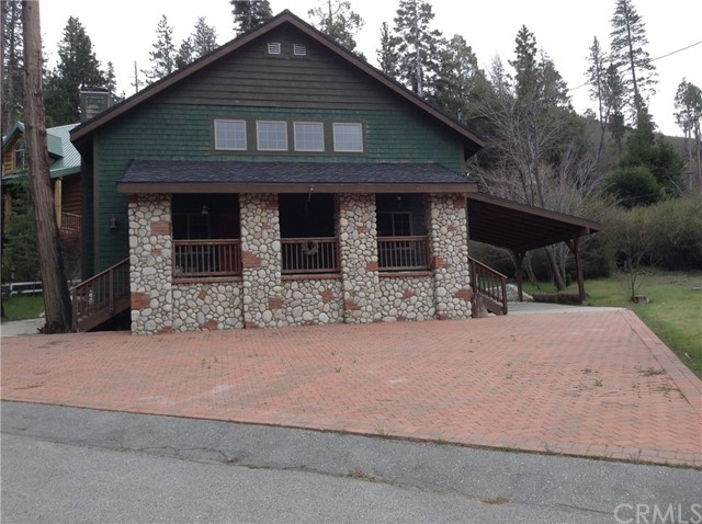 Casa Unifamiliar por un Venta en 29719 Katherine Way Cedar Glen, California 92321 Estados Unidos