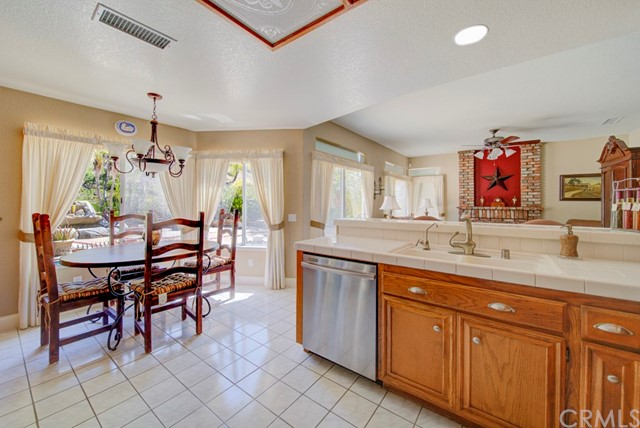 20912 MORNINGSIDE Drive, Rancho Santa Margarita CA: http://media.crmls.org/medias/7708cbef-05a0-4ed8-8184-0306c4f0c72a.jpg