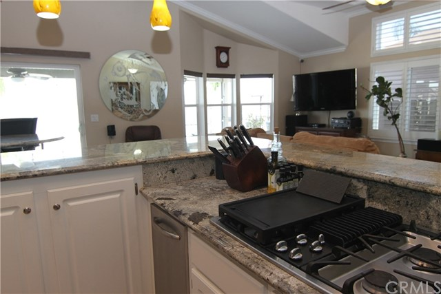 15980 Grand Avenue, Lake Elsinore CA: http://media.crmls.org/medias/771a4eb8-4b18-4e6c-8f3d-7e12cc69162d.jpg