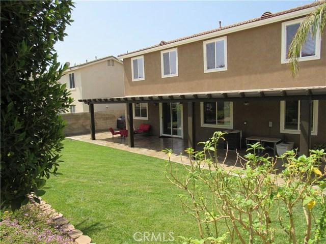 6975 Garden Rose Street, Fontana CA: http://media.crmls.org/medias/77264424-d809-4fca-b863-59ac36dd9466.jpg