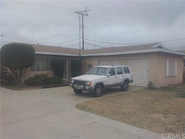 718 orange, Riverside CA: http://media.crmls.org/medias/772722c8-03eb-4d63-8bed-d094c4e97e05.jpg