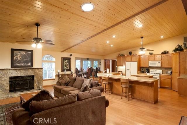 42336 Heavenly Valley Road, Big Bear CA: http://media.crmls.org/medias/772dba8d-0b71-4c5f-846e-3b7e69cb7684.jpg