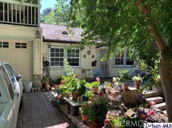 10233 Sunland Boulevard, Sunland CA: http://media.crmls.org/medias/77572d32-59ba-4191-b9f7-20d76df04584.jpg