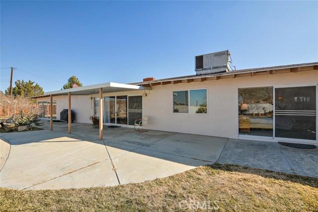 16498 Villa Drive, Victorville CA: http://media.crmls.org/medias/7758c8c8-168a-4b78-ade2-bd7fd228c1a7.jpg