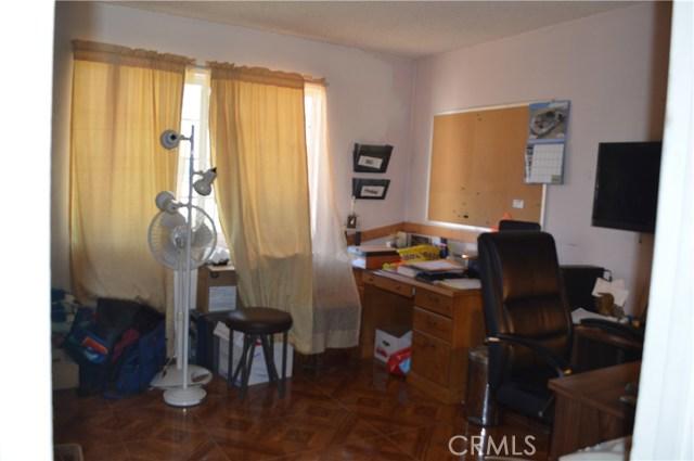 25474 Gentian Avenue, Moreno Valley CA: http://media.crmls.org/medias/777b5570-a50b-425a-937c-d02613300d28.jpg