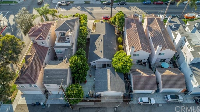 408 8th Street, Huntington Beach CA: http://media.crmls.org/medias/777fe7a1-f8fd-46ab-8ad4-b972f55c26bb.jpg