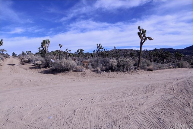 45448 Burns Canyon Road, Pioneertown CA: http://media.crmls.org/medias/77b65dc0-e7d6-4fef-981e-b5644d75252b.jpg