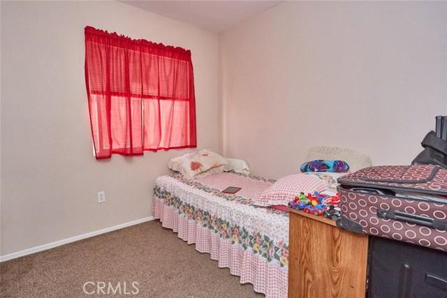 11911 Spring Hill Court, Adelanto CA: http://media.crmls.org/medias/77c594eb-ee46-490d-b835-ac95a89100c7.jpg