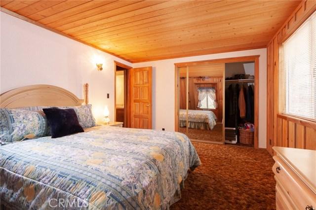 437 Gold Mountain Drive, Big Bear CA: http://media.crmls.org/medias/77d77e3d-4de7-40fc-aa35-b6533a4c7e8d.jpg