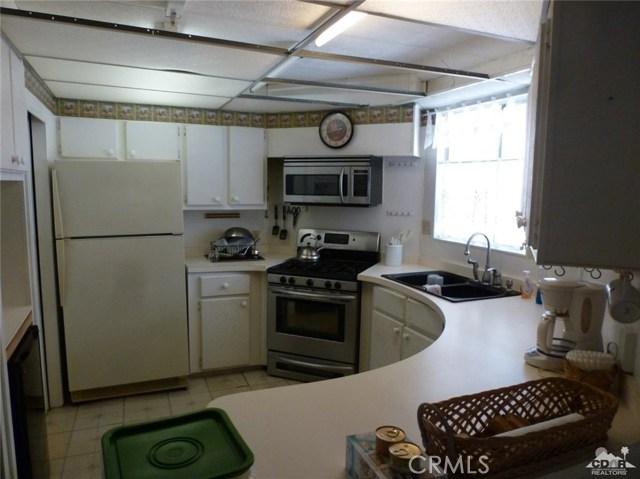 33661 Westchester Drive, Thousand Palms CA: http://media.crmls.org/medias/77db8dd9-89ab-4df2-810e-c95f2ec8c094.jpg
