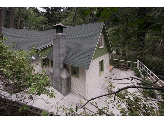 655 Cottage Grove Road, Lake Arrowhead, CA 92352