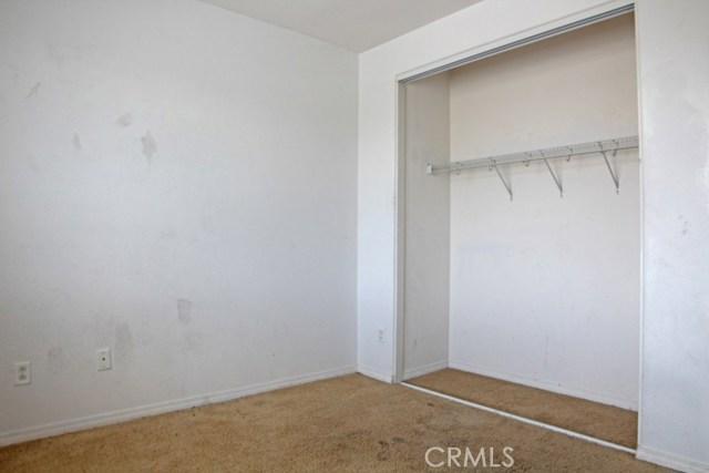 15412 Thistle Street, Fontana CA: http://media.crmls.org/medias/77e821e7-8e63-48e2-8675-5679849ac8d2.jpg