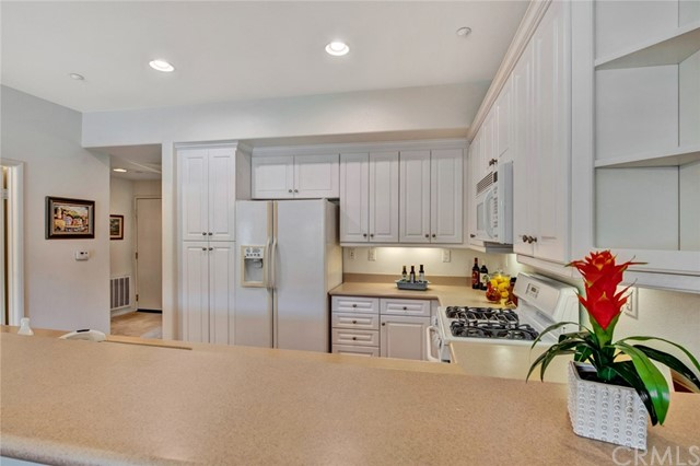 17772 Independence Lane, Fountain Valley CA: http://media.crmls.org/medias/77ed6bdf-e1ea-44cc-b6a8-68013d41cc5b.jpg