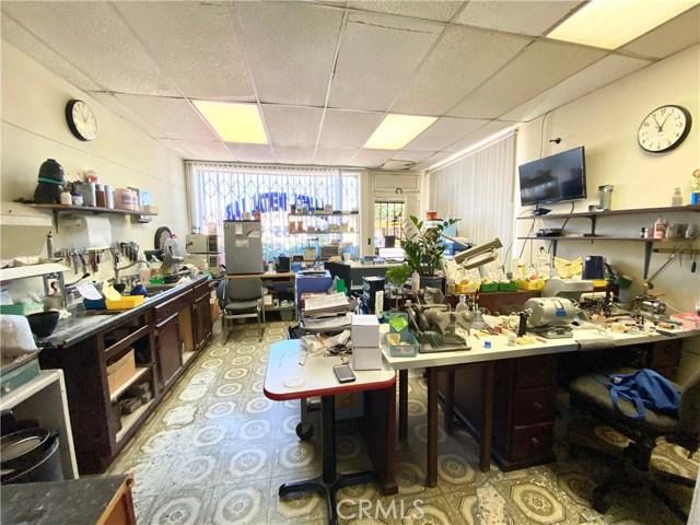 9300 California Avenue, South Gate CA: http://media.crmls.org/medias/780f2d84-32b1-4cb6-ba99-a9ba577d228d.jpg