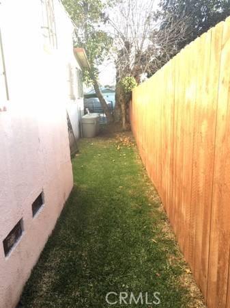1705 E 113th Street, Los Angeles CA: http://media.crmls.org/medias/7816ccc8-7d18-4b0e-8341-a904164d75f3.jpg