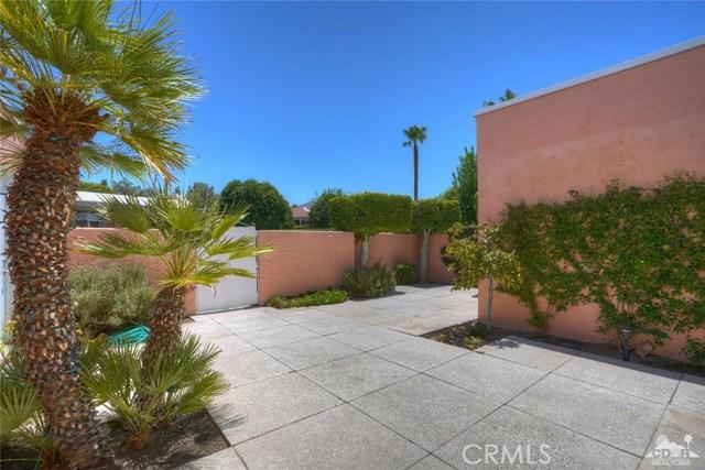47043 Arcadia Lane, Palm Desert CA: http://media.crmls.org/medias/78190245-cf19-466b-afaf-28e6176f24be.jpg