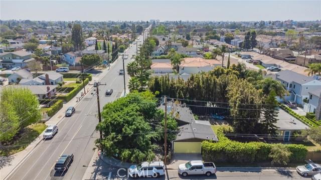2133 Orange, Costa Mesa CA: http://media.crmls.org/medias/782c3a93-4ce7-4914-b4cb-fe2b918ef4b5.jpg