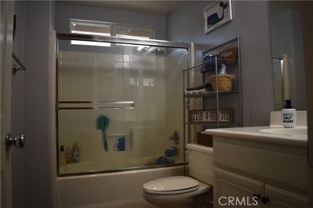 6272 Beth Page Drive, Fontana CA: http://media.crmls.org/medias/78321764-6132-461f-8749-56edcf3fe000.jpg