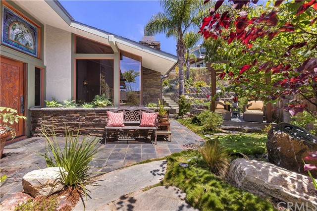945 Meadowlark Lane, Laguna Beach, CA 92651