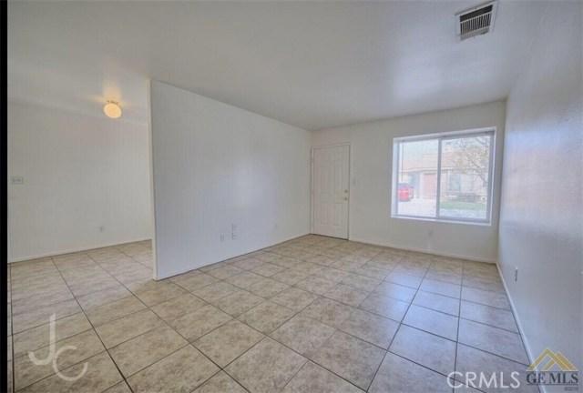 1303 Reddick Lane, Bakersfield CA: http://media.crmls.org/medias/78748b08-4b40-406b-9e8d-b89831522215.jpg