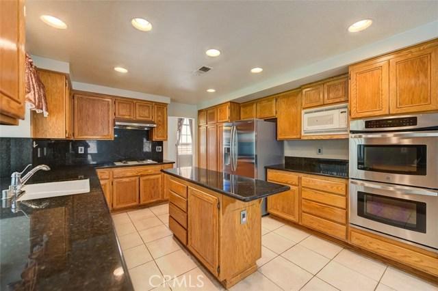 13788 Woodhill Lane, Chino Hills CA: http://media.crmls.org/medias/787ae504-618c-4ee4-9174-b56315c7b1b4.jpg