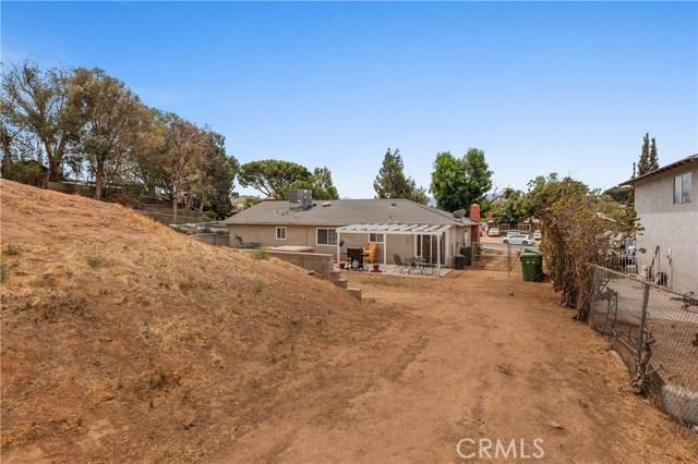 1477 Hilltop Lane, Norco CA: http://media.crmls.org/medias/78816f68-8abe-4e4f-80c8-f211350cdde7.jpg
