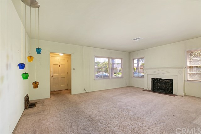 1424 E Armando Drive, Long Beach CA: http://media.crmls.org/medias/7883f238-8ef2-4b56-9875-baef2a901063.jpg