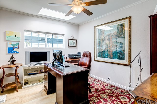 279 Cambridge Way, Newport Beach CA: http://media.crmls.org/medias/789d052d-572e-4277-9487-77e9fa8bf3a0.jpg