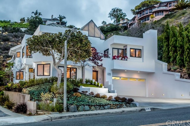 Single Family Home for Sale at 586 Nyes St Laguna Beach, California 92651 United States