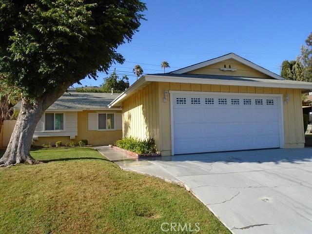 独户住宅 为 销售 在 1761 E Helmick Street 卡尔森, 加利福尼亚州 90746 美国