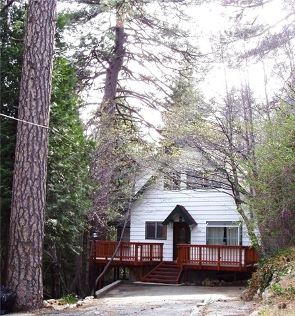 794 Buckingham Square, Lake Arrowhead CA: http://media.crmls.org/medias/78bacfdc-bce2-42da-a885-914ec074533e.jpg