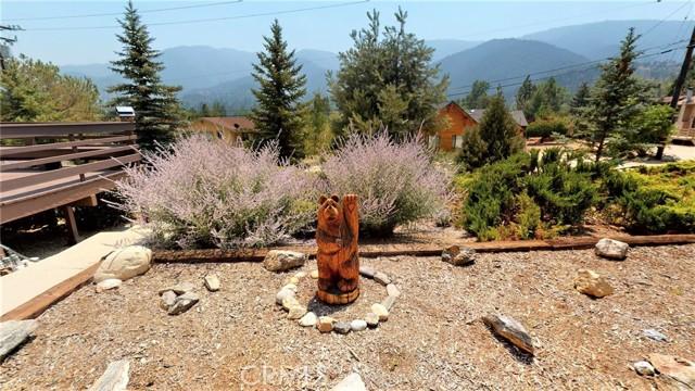 16425 Huron Drive, Pine Mountain Club CA: http://media.crmls.org/medias/78ee1f0c-5654-4e8f-bb72-4d3ef3639add.jpg