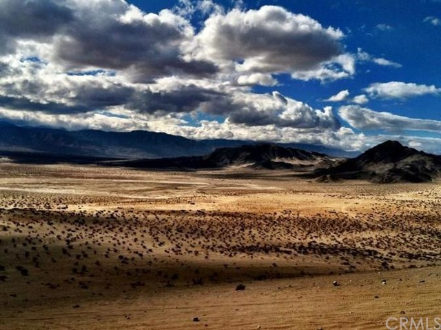 Additional photo for property listing at 30280 Buchanan Street  Lucerne Valley, California 92356 United States
