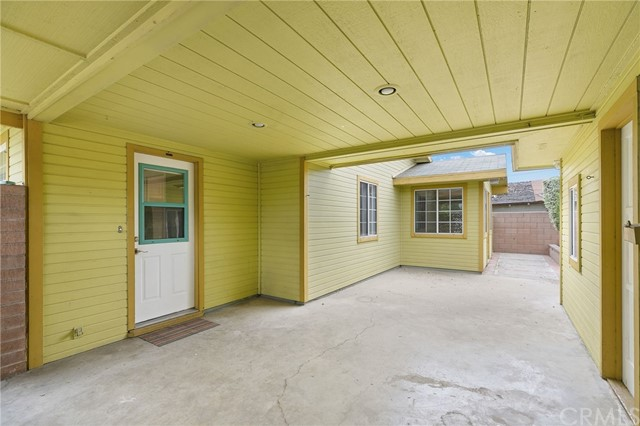 324 W Kendall Street, Corona CA: http://media.crmls.org/medias/795df8ca-0bef-4226-9652-cabe6a8fa2fd.jpg