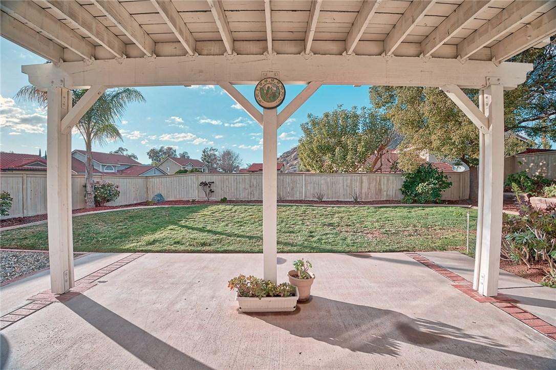 10271 Canyon Vista Road, Moreno Valley CA: http://media.crmls.org/medias/797762dc-d07a-4f46-8a6e-347adccee366.jpg