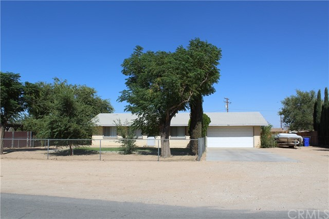 11033 Merino Avenue, Apple Valley CA: http://media.crmls.org/medias/79783712-d128-4983-89e4-368acd7756ae.jpg