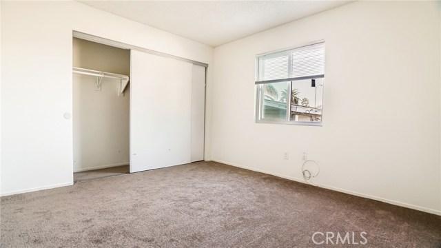 1440 Linden Avenue, Long Beach CA: http://media.crmls.org/medias/7998d909-18ec-4351-b028-d8a4d5c3f76c.jpg