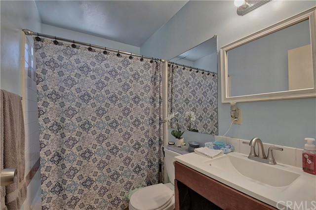 2077 Wallace Avenue, Costa Mesa CA: http://media.crmls.org/medias/79d03331-76c0-436b-bead-ace9cad58bb1.jpg