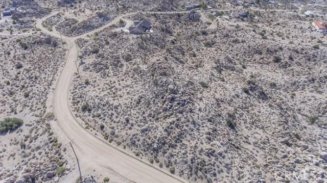 57557 Manzanita Drive, Yucca Valley CA: http://media.crmls.org/medias/79e75ed6-8f2d-4312-83c7-5b18b72ed546.jpg