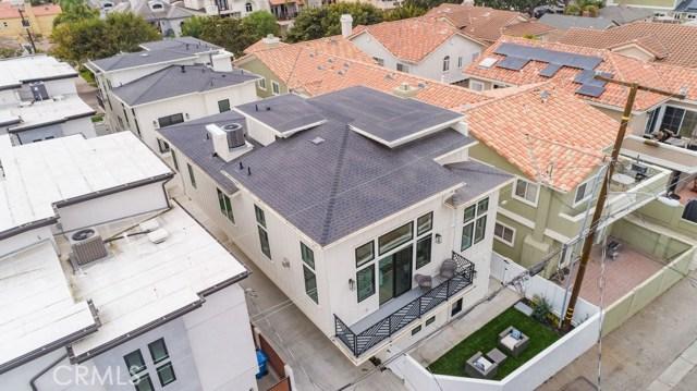 502 Lucia Avenue, Redondo Beach, California 90277, 4 Bedrooms Bedrooms, ,3 BathroomsBathrooms,Townhouse,For Sale,Lucia,SB19267266
