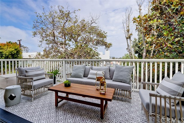 1016 John Street Manhattan Beach, CA 90266 - MLS #: SB18174317