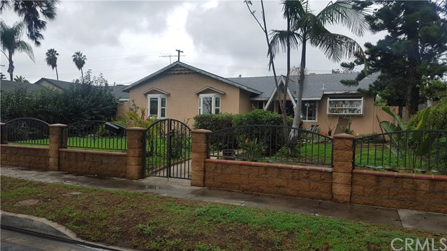 1417 W Pine Street Santa Ana, CA 92703 is listed for sale as MLS Listing PW16767108