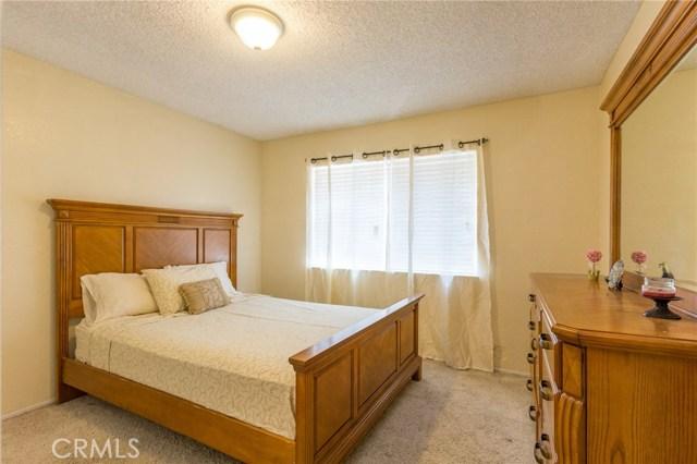 5535 N Riverside Avenue, Rialto CA: http://media.crmls.org/medias/7a45cf09-b9ed-4010-b7e2-68fb1bd94ca0.jpg